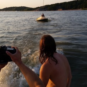 We went to try wake boarding before vomiting. I didn't succeed. I'm going to try again. I'm going to succeed.